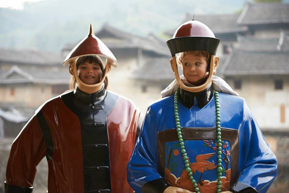 2 enfants développent leur résilience pour devenir empereurs